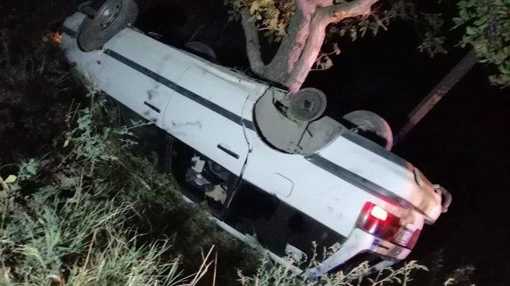 GRAV accident în raionul Ungheni. O maşină a derapat de pe traseu şi a ajuns în copac (FOTO)