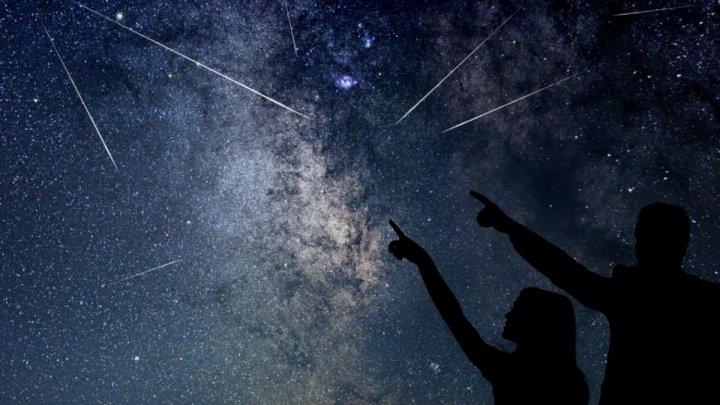 Vin PERSEIDELE! Cea mai spectaculoasă ploaie de meteori poate fi urmărită în această noapte