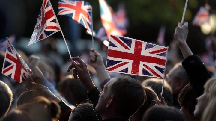 Economia britanică a înregistrat cea mai mare scădere din istorie