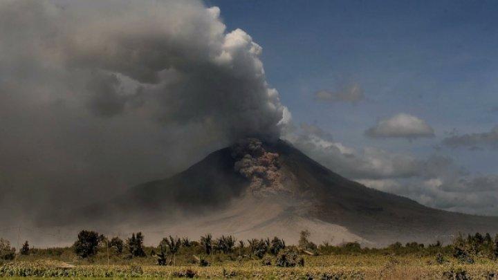 Indonezia: Alertă aeriană după o nouă erupţie a vulcanului Sinabung