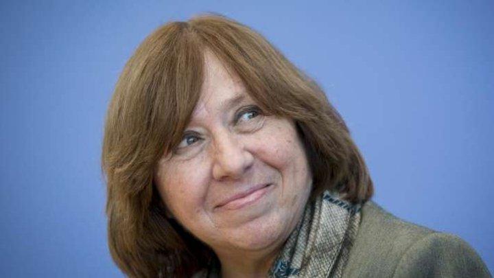 Laureata Premiului Nobel Svetlana Alexievici îl acuză pe Lukaşenko că aruncă ţara într-un război civil