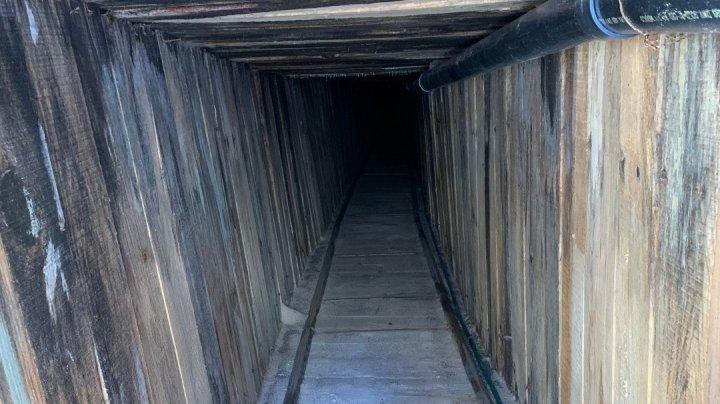 Echipat cu ventilaţie și electricitate. A fost descoperit cel mai sofisticat tunel folosit de imigranţi la granița SUA-Mexic