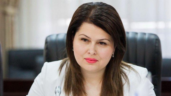 Viceprim-ministra pentru Reintegrare, Cristina Lesnic, s-a tratat de COVID-19 și a revenit la Guvern