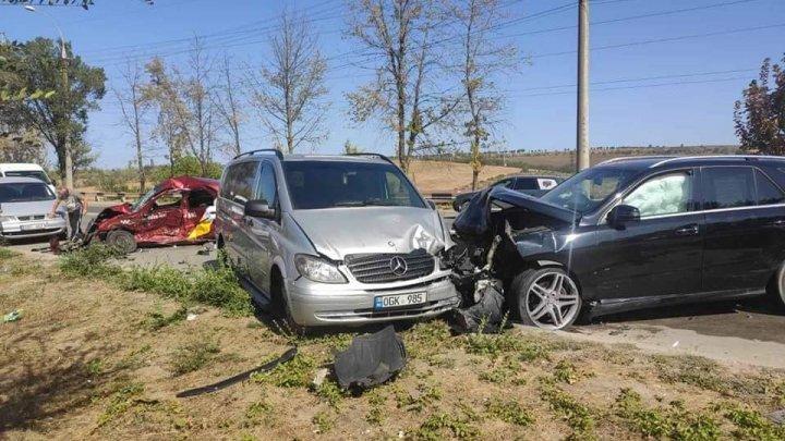 Accident TERIBIL cu implicarea a patru automobile. Un taximetrist a decedat (VIDEO)