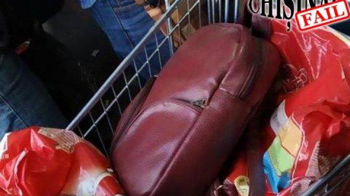 Lifehack în Chișinău: cu căruciorul din supermarket, în troleibuz (FOTO)