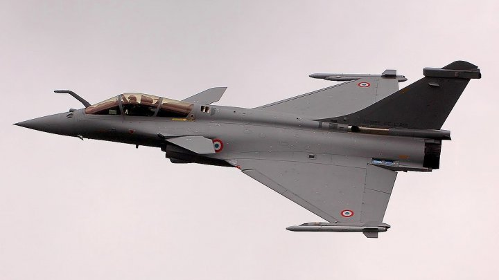 DETALII despre avionul de luptă, care a provocat o bubuitură la Paris (VIDEO)