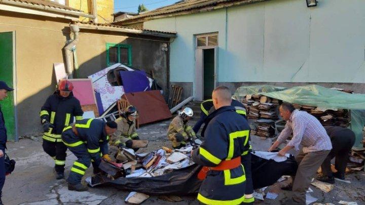 Salvatorii au început demontarea acoperișului clădirii Filarmonicii Naționale (FOTO)