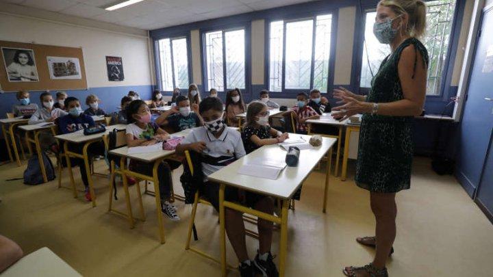 Peste 80 de şcoli au fost închise în Franța. Cazuri de COVID-19 în circa zece universităţi