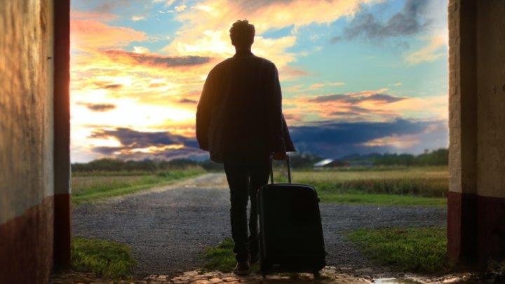 """Companiile care îi ajută pe oameni să se """"evapore"""". """"M-am săturat. Mi-am luat valiza și am dispărut"""""""