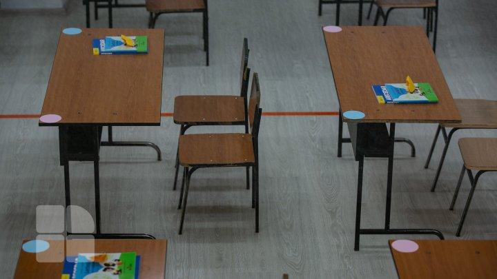 O şcoală din ţară şi 68 de clase, în carantină. Câţi elevi şi câţi profesori sunt bolnavi de COVID-19