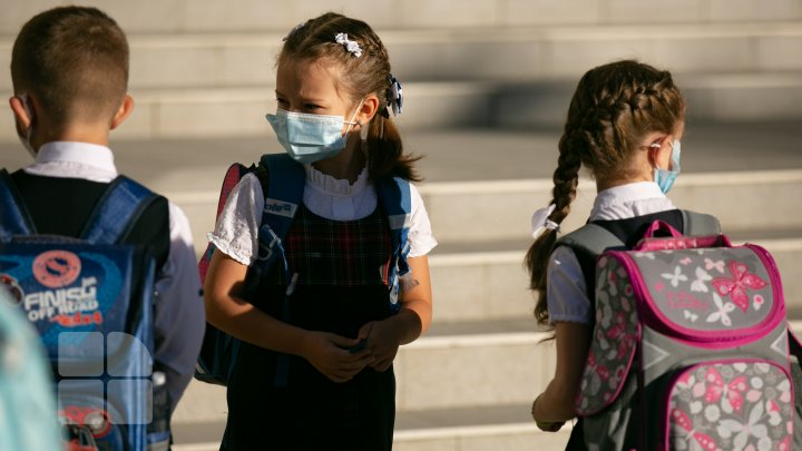 Ar trebui închise școlile pentru a limita răspândirea virusului? Concluziile unei cercetări