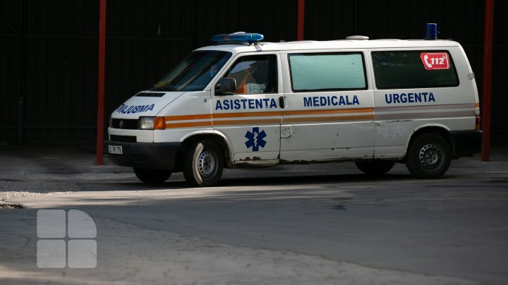 """""""Pe aici trec întotdeauna maşini de ambulanţă."""" Străzi din capitală care arată ca după bombardament (FOTOREPORT)"""