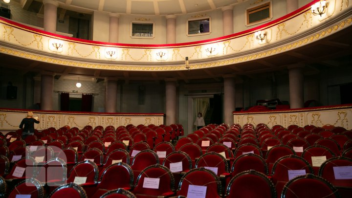 Teatrele se închid din nou de luni şi până în data de 15 ianuarie