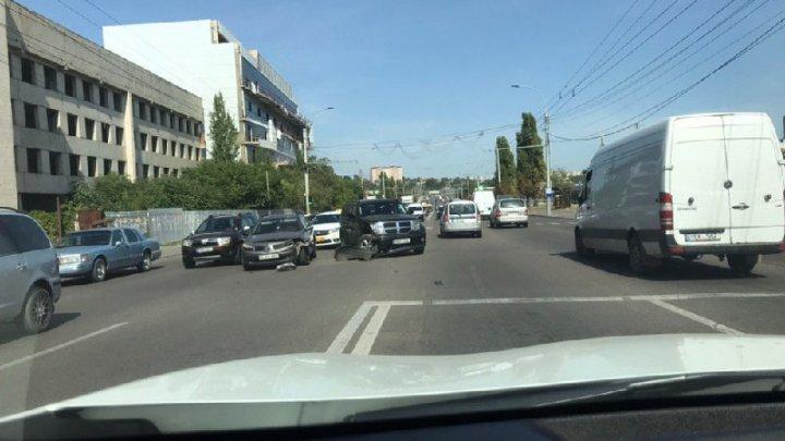 Accident în Capitală. Un șofer nu s-ar fi asigurat când a efectuat manevra de întoarcere