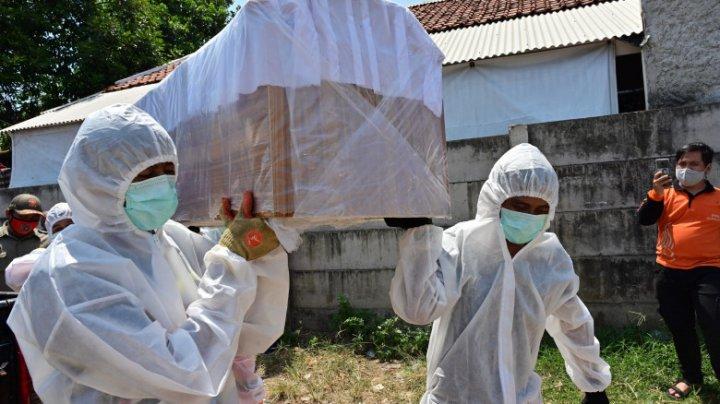 Pedeapsă macabră pentru nepurtarea măștii în Indonezia. Ce trebuie să facă