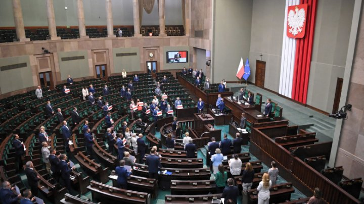 Parlamentul polonez a adoptat o lege controversată care interzice creșterea animalelor pentru blană