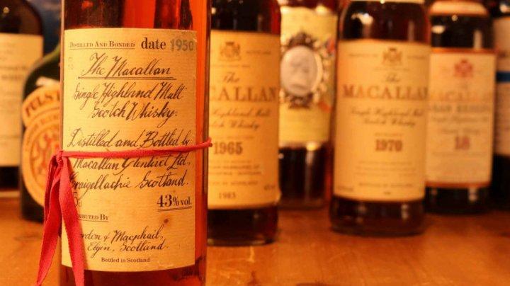Un bărbat vinde 28 de sticle de whisky primite cadou, iar cu banii câștigați pe ele, vrea să-și cumpere o casă