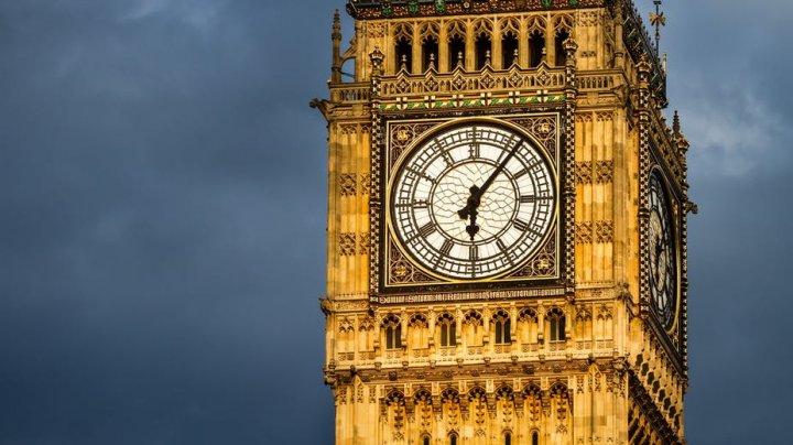 Vârful turnului Big Ben, din nou vizibil, după trei ani de lucrări de reabilitare