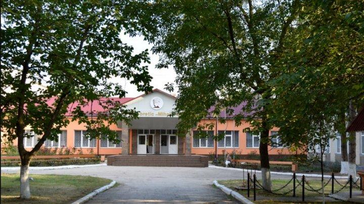 Un liceu din orașul Drochia va activa online. Opt profesori au fost confirmați pozitiv cu COVID-19
