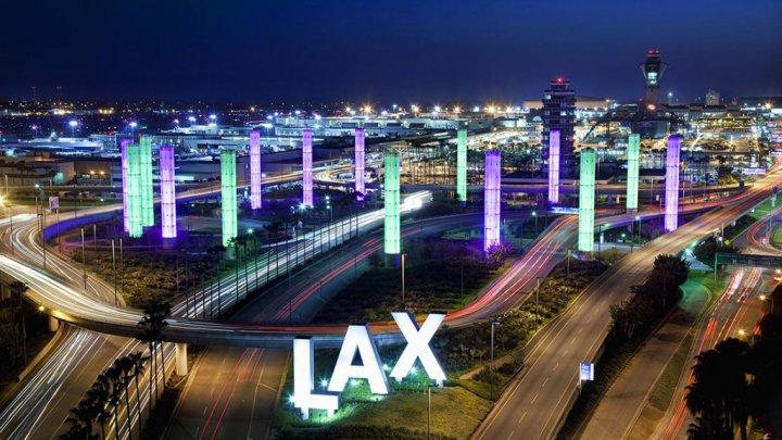 Incident inedit pe aeroportul din Los Angeles. Piloții au raportat un bărbat care zbura printre avioane