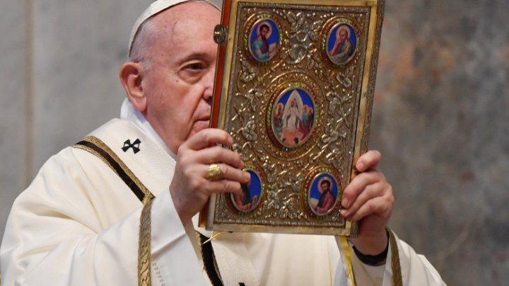 Papa Francisc a intrat în contact cu un cardinal depistat pozitiv. Anunțul Vaticanului privind starea Suveranului Pontif