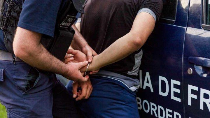Doi tineri, dați în căutare națională, reținuți de polițiștii de frontieră. Unde se ascundeau aceștia