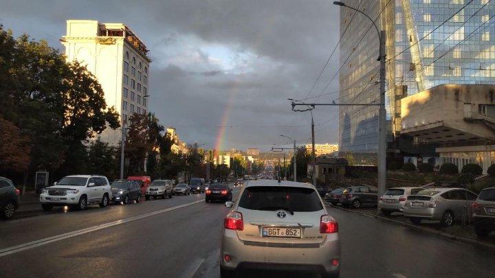 După ploaie și furtună, la Chișinău a apărut curcubeul! (VIDEO)