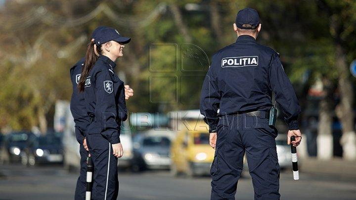 Două autocamioane încărcate cu substanțe explozive au fost reţinute pe traseul Chişinău - Bălţi, iar şoferii nu au fost instruiţi cu privire la ce transportau