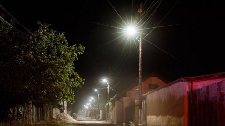 Satul Fedoreuca din Orhei a prins viață. În localitate a fost instalat un sistem modern de iluminat stradal