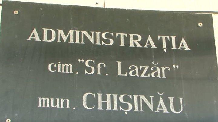 Şeful cimitirului Sfântul Lazăr şi cinci subalterni reţinuţi de ofițerii CNA vor fi suspendaţi din funcţie