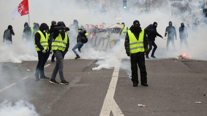 """17 persoane vor fi judecate pentru vandalizarea Arcului de Triumf în timpul protestelor """"vestelor galbene"""" din Franța"""