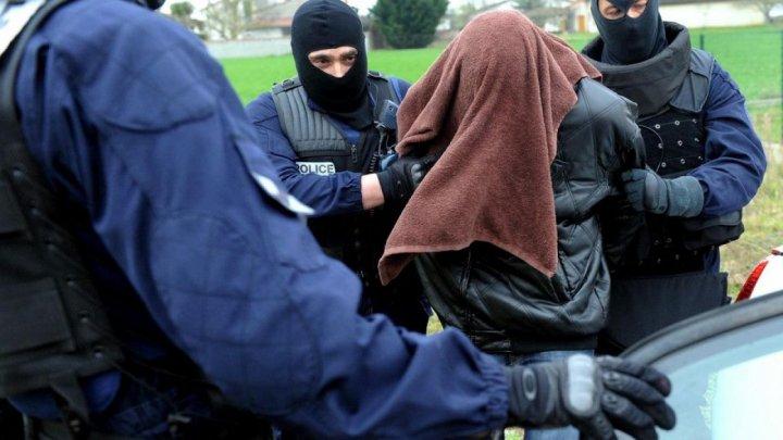 Un italian suspectat de 160 de violuri şi agresiuni sexuale asupra copiilor, reținut în Franța