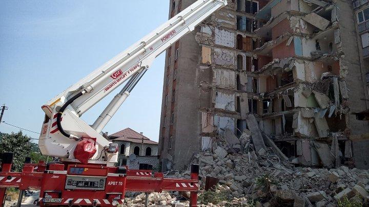 Autoritățile sunt în căutarea agentului economic care va demola blocul din Otaci, avariat vara trecută (FOTO)