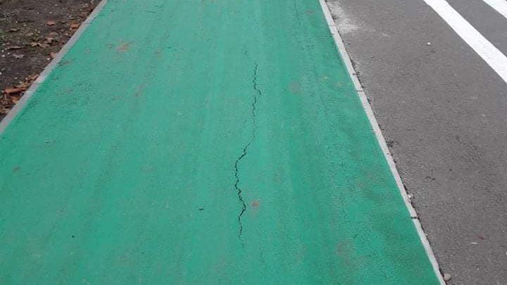 """""""Lucru făcut de mântuială""""?! Cum arată pista pentru bicicliști de pe bd. Mircea cel Bătrân, la câteva săptămâni de la renovare (FOTO)"""
