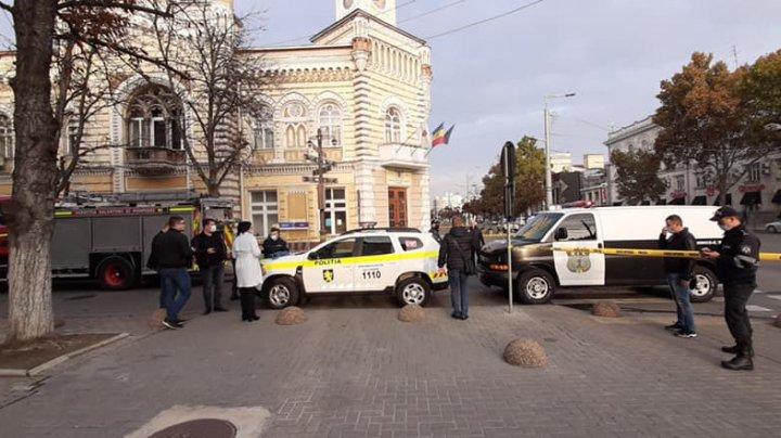 Alertele cu bombă de la Ambasada Ucrainei şi Primăria Capitalei au fost false