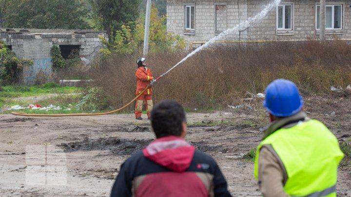 Au început lucrările de demolare a blocului avariat de la Otaci (FOTO/VIDEO)