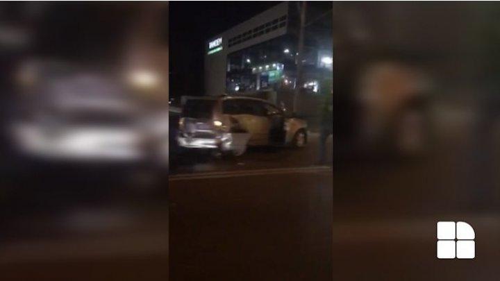 Accident în lanț în sectorul Râșcani din Capitală. Trei mașini, grav avariate (VIDEO)