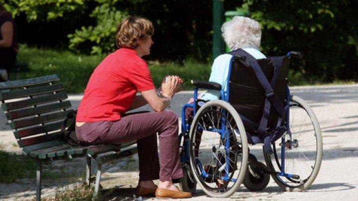Moldoveancă acuzată că ar fi sustras sute de mii de euro de la o bătrână din Italia