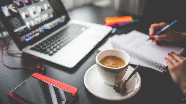 Angajaţii olandezi primesc un bonus zilnic pentru cafea şi facturi pentru a-şi acoperi cheltuielile de lucru de acasă