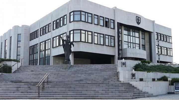 Motivul pentru care parlamentarii slovaci nu mai au acces la cafenea