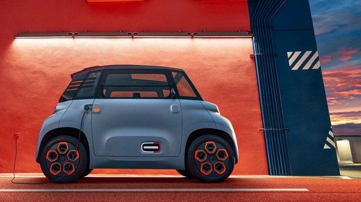 Citroën a lansat Ami, cea mai mică mașină din lume pe care o poți conduce fără permis