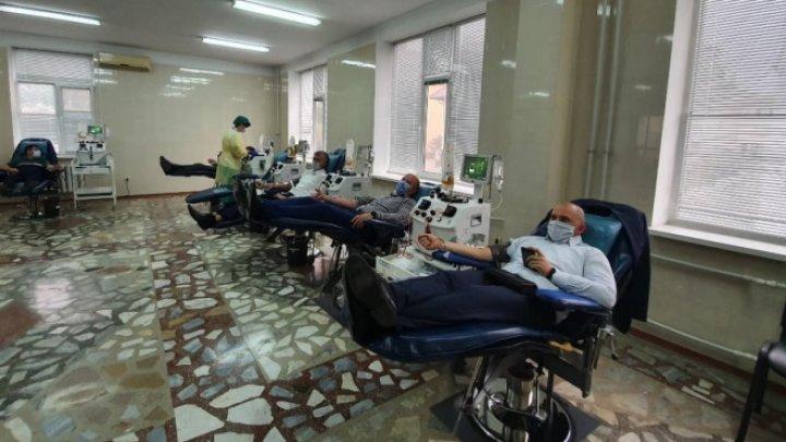 50 de ofiţeri ai CNA, unii dintre care s-au vindecat de COVID-19, au donat sânge pentru persoanele care au nevoie de o șansă la viață