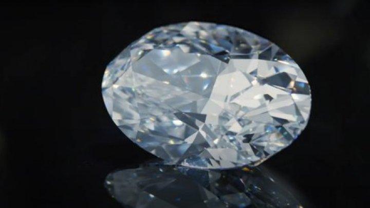 Un diamant extrem de rar, vândut la licitaţie pentru o sumă uriașă