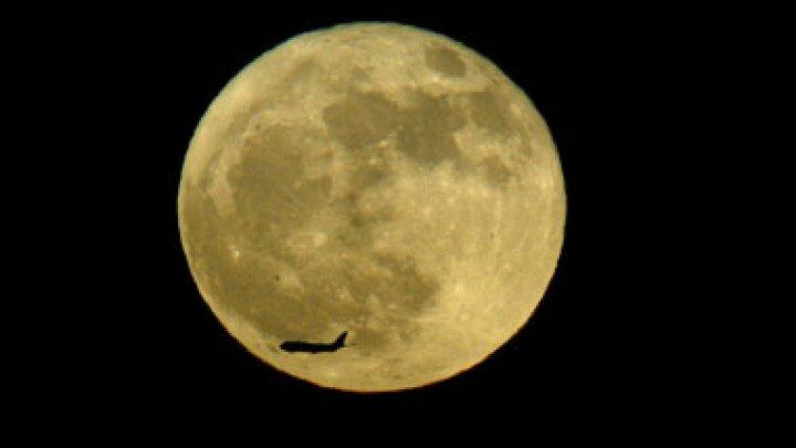 Roverul selenar al Chinei s-a deplasat pe partea întunecată a Lunii. Ce a descoperit pe suprafața astrului