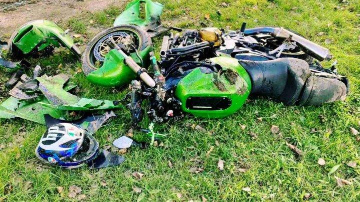 GROAZĂ pe șoseaua Ratuș-Telenești. Un motociclist, pe patul de spital în urma unui ACCIDENT GRAV (FOTO)