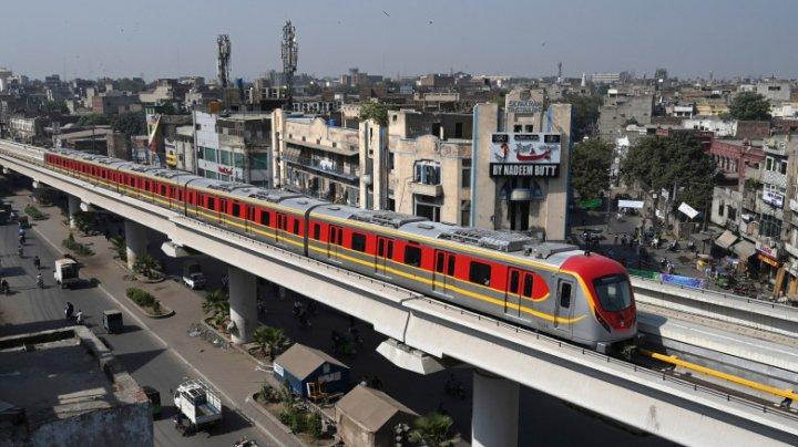 Prima linie de metrou din Pakistan, lungă de 27 de kilometri, a fost deschisă