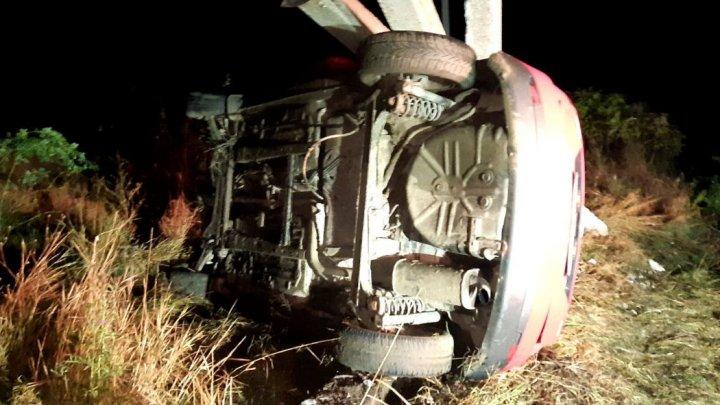 O nouă victimă a alcoolului la volan. O femeie a murit, după ce un șofer beat a intrat cu mașina într-un stâlp (FOTO)