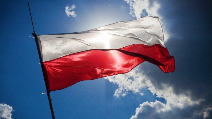 """Coronavirus: Polonia intră în """"zonă roşie"""", cu noi restricţii la nivel naţional"""