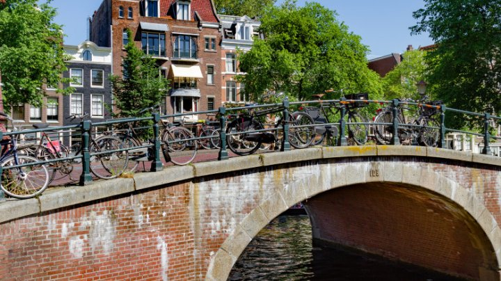 Ce metodă va folosi Amsterdam pentru a-i împiedica pe biciclişti să-şi parcheze bicicletele pe poduri