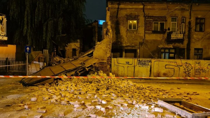 O clădire din secolul XIX din București s-a prăbușit (VIDEO)